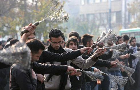 فیلم مراسم زنجیر زنی فاطمیه هیات علی اکبر چغاک